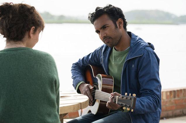 Lily James et Himesh Patel dans Yesterday
