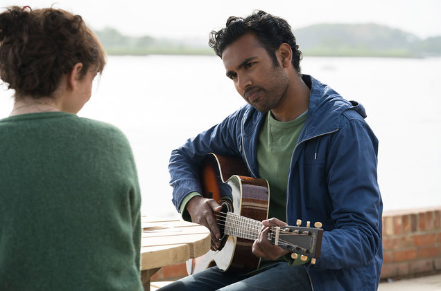 Lily James et Himesh Patel dans Yesterday